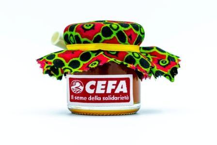 vasetto di miele solidale come bomboniera per sostenere apicoltura in Africa. Il vasetto di 40 gr è coperto da un colorato pezzo di stoffa africana, chiuso da un nastrino giallo. Questa stoffa è rossa e verde