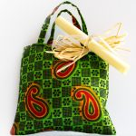 sacchetti bomboniere battesimo con sacchetti colorati e pergamene