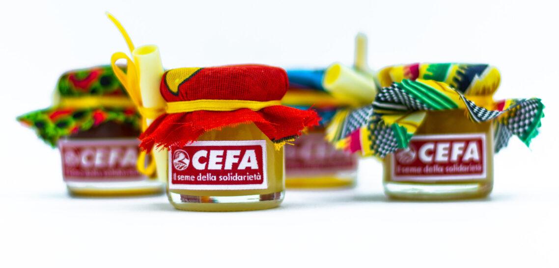 vasetti di miele con copricoperchio in stoffa africana, deliziose bomboniere solidali vivaci e buonissime. Colori e gusti di miele assortiti