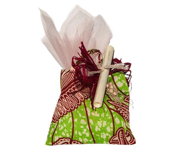 bomboniere solidali comunione sacchettini colorati dalla Tanzania con pergamena personalizzata